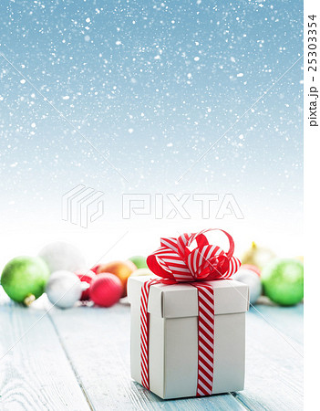 Christmas gift box and colorful baubles decorの写真素材 [25303354] - PIXTA