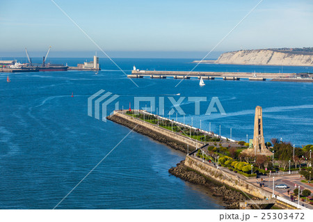 el abra bay and getxo pier and seafront spainの写真素材 25303472