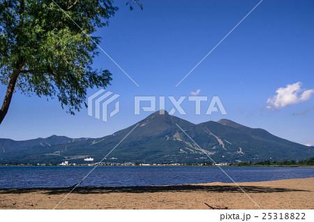 磐梯山と猪苗代湖 25318822