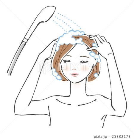 シャンプーを洗い流す女性 25332173