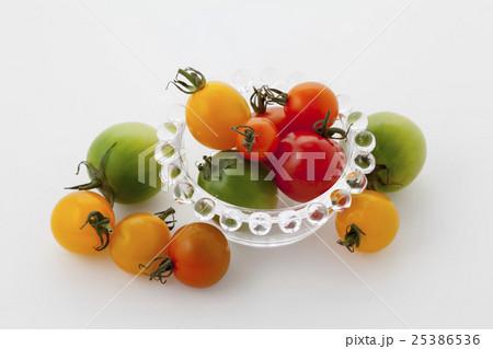 カラフルミニトマトガラス皿の写真素材 [25386536] - PIXTA