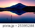 夕暮の富士山と山中湖 25395288