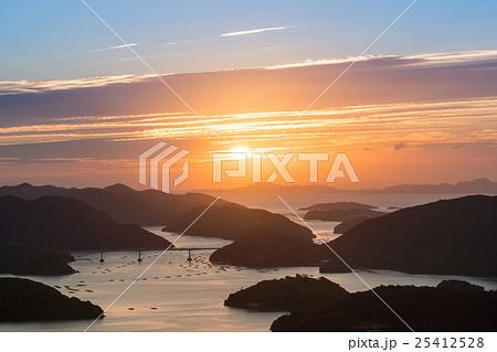 岡山県備前市日生諸島の日の出の風景 25412528