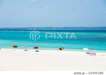 沖縄水納島ビーチ  コバルトブルーの海と空 25445166