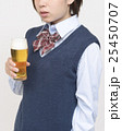 ビールを飲む未成年 25450707