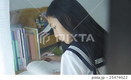 女子高生 勉強イメージ 25474022