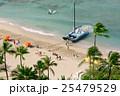 ワイキキビーチの双胴船 25479529