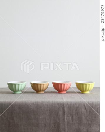 カラフルなパステルカラーの器(ボウル)の写真素材 [25479977] - PIXTA
