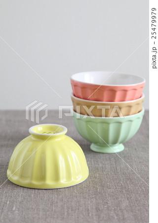 カラフルなパステルカラーの器(ボウル)の写真素材 [25479979] - PIXTA