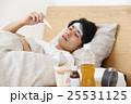 体調不良の若い男性 25531125