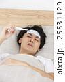 体調不良の若い男性 25531129
