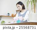 キッチンを掃除する女性 25568731