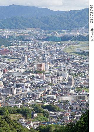 広島市安佐北区の中心街の街並みの写真素材 [25572744] - PIXTA