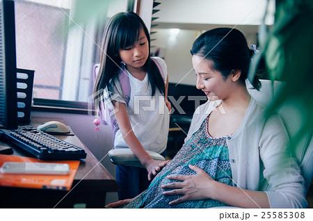 妊婦 在宅ワーク 25585308