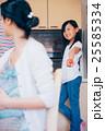 お母さん 娘 親子の写真 25585334