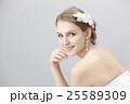ウエディング 花嫁 ヘアアクセサリーの写真 25589309