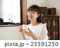 コーヒーを飲むシニア 25591250