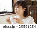 コーヒーを飲むシニア 25591254
