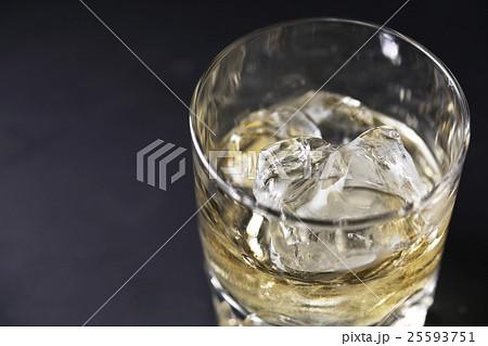 ウイスキー 25593751