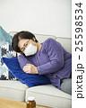 体調不良のシニア女性 25598534