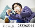 体調不良のシニア女性 25598544