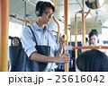 バス通勤 ビジネスマン 25616042