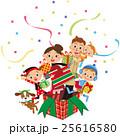 クリスマスプレゼントから飛び出す家族 25616580