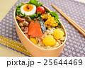 秋の味覚弁当 栗ご飯と鮭のお弁当 25644469