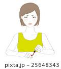 マニキュアを塗る女性 25648343