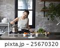 人物 女性 キッチンの写真 25670320