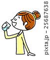 水分補給する若い女性 25687638