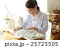 女性 洋裁 裁縫の写真 25723505