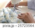 女性 ミシン 手の写真 25723564