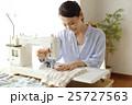 女性 洋裁 裁縫の写真 25727563