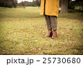 秋冬 ポートレート 女性 25730680