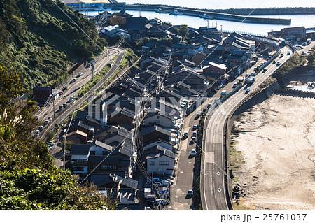 新潟県糸魚川市 筒石集落の町並み 25761037