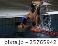 ガッツポーズ 水泳選手達 25765942