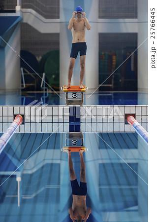 水泳選手 25766445