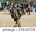 千葉県船橋市の習志野駐屯地で新春に行われる降下訓練始めでの自衛隊員 25810729