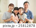 家族 笑顔 寄り添うの写真 25812878
