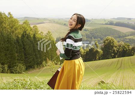 女性 一人旅イメージ 25822594