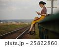 女性 旅行イメージ 25822860