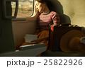 一人旅をする女性 25822926