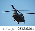 千葉県船橋市の習志野駐屯地で新春に行われる降下訓練始めで飛行する大型輸送用ヘリコプター 25836801