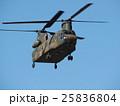 千葉県船橋市の習志野駐屯地で新春に行われる降下訓練始めで飛行する大型輸送用ヘリコプター 25836804