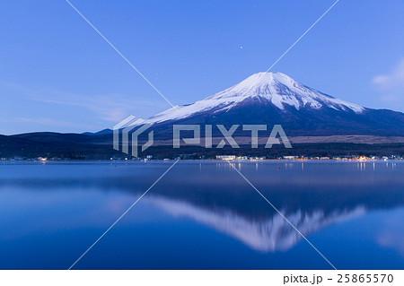 山梨_山中湖富士山朝焼け 25865570
