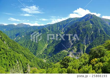 夏の北アルプス山岳風景 【長野県】 25866193