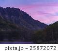 戸隠連山の朝焼け(長野県)横 25872072