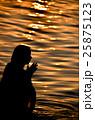 インド、ガンジス川の沐浴 25875123