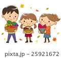 秋の味覚を持った子供 25921672